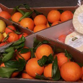 Pacco misto 4: Tarocco Gallo, limoni, formaggio 1° sale confezione 21 Kg Spedizione lunedì e martedì